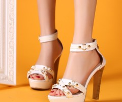 http://wallpapers.red/pic/1713010-sandals-fashion-large-wallpapers.html