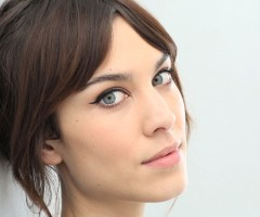 http://s1.bwallpapers.com/wallpapers/2014/02/26/alexa-chung_094827899.jpg