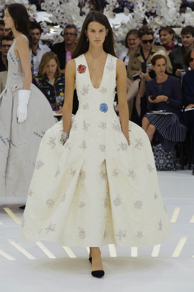 http://www.stylebistro.com/runway/Christian+Dior/Couture+Fall+2014/iUzM2Pa90ft